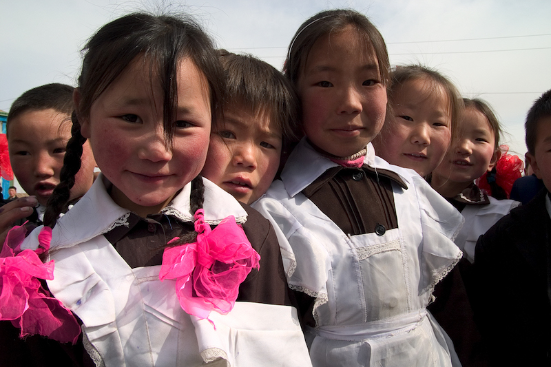Schoolchildren in Mongolia / Photo by John Mark Derbyshire