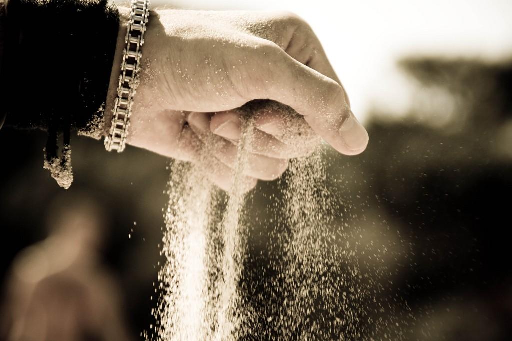 hand sand losing