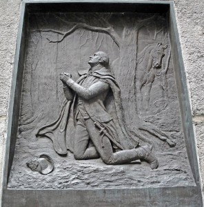 OptimumPx, A brass relief of George Washington kneeling in prayer at Federal Hall in New York City, 2010. Public Domain, Wikimedia Commons.