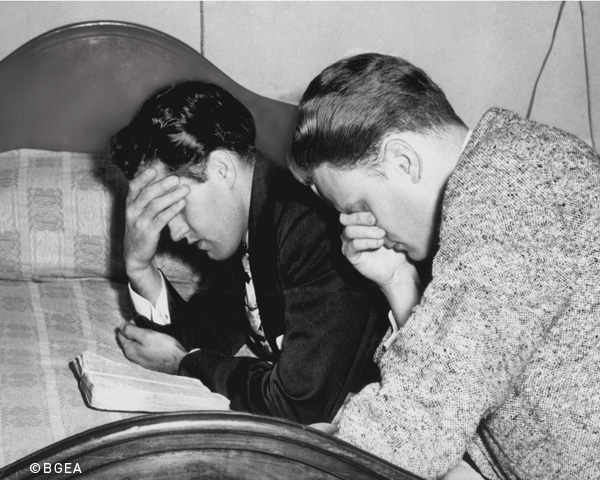 BillyGraham and Cliff Barrows praying