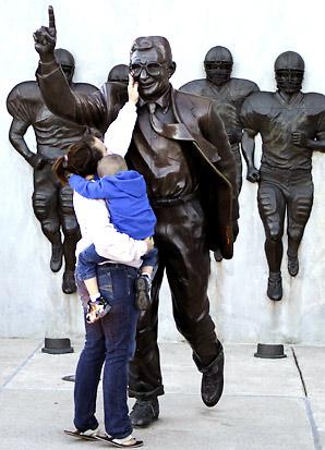 joe-paterno-statue-p1