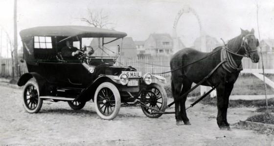 Horse_drawn_US_Mail_car