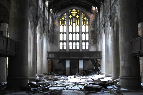 6526a_abandoned-church-gary-indiana-interior