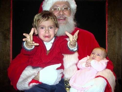 14-Images-Of-Santa-Claus-Terrifying-Kids-2