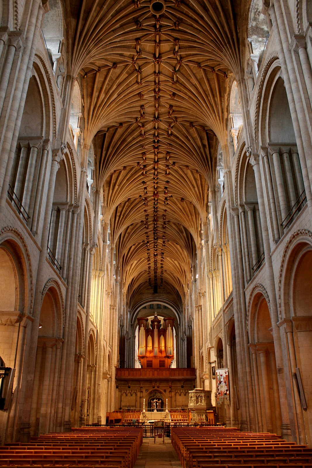 Norwich_Cathedral_interior