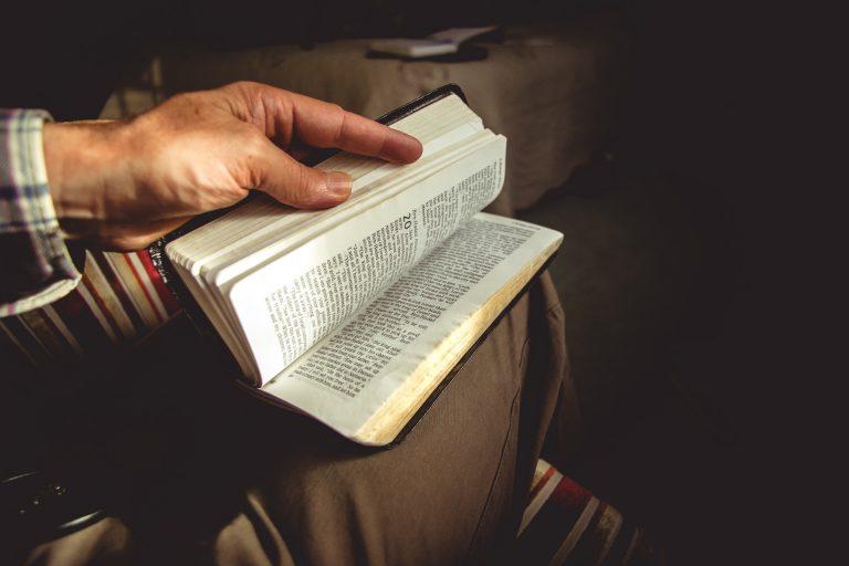 Should Women Be Wearing Head Coverings In Church? - The Gospel