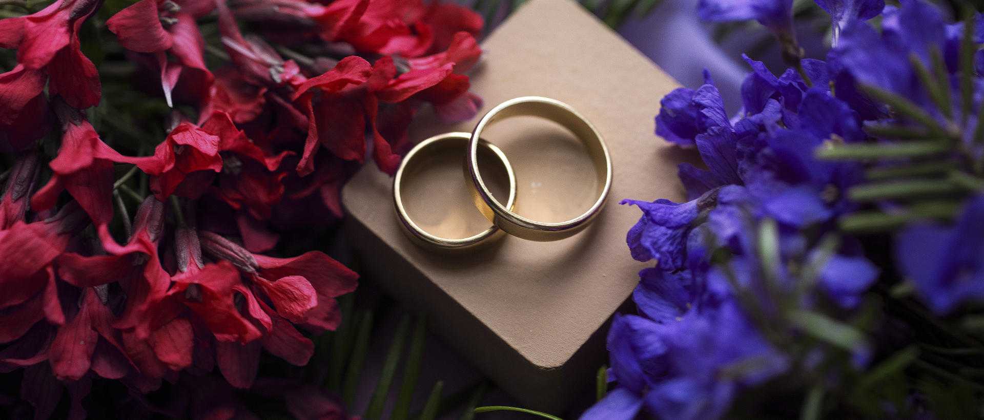 Who to Marry? Two rings, two different coloured flowers