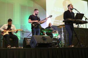 Fellipe Magalhães e sua banda, tocando na Conferência Nacional Coalizão pelo Evangelho, em Fortaleza/CE.