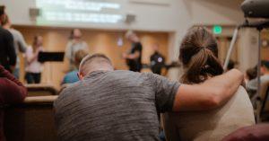 15 Razões Pelas Quais Sua Alma Necessita de Adoração em Comunidade e Não Apenas de Uma Transmissão Ao Vivo